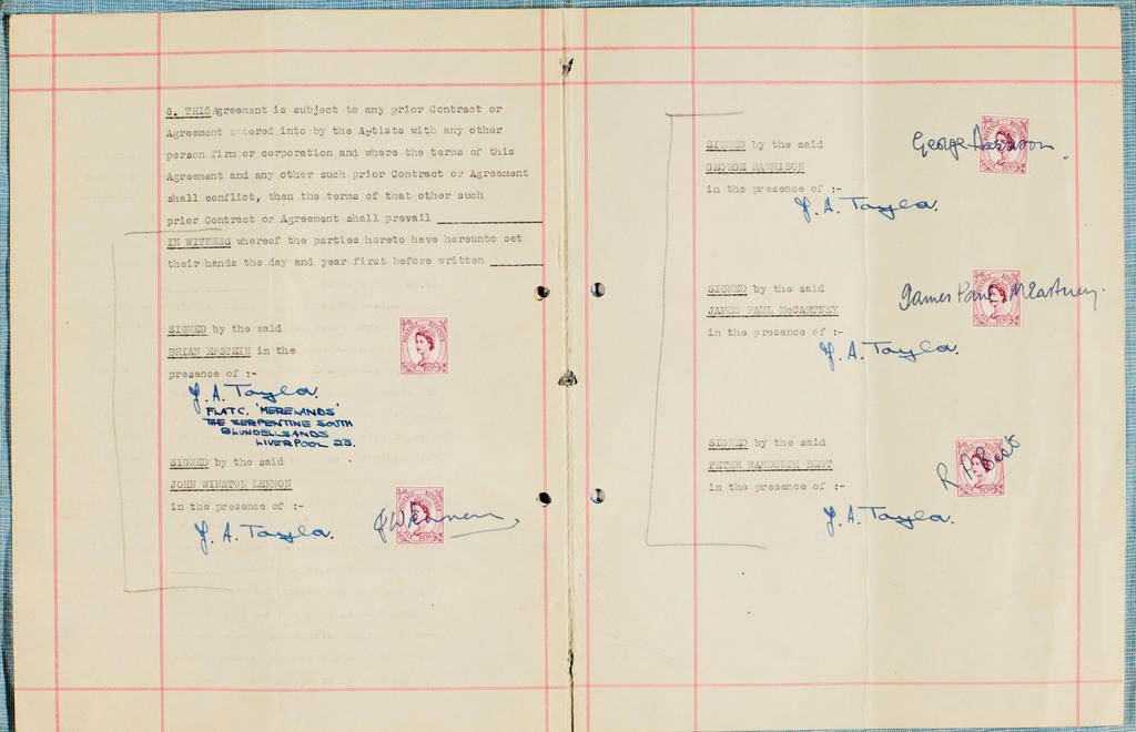 競売に掛けられるビートルズの契約書。左中央のブライアン・エプスタインさんの署名欄が空欄となっている(サザビーズ提供・共同)