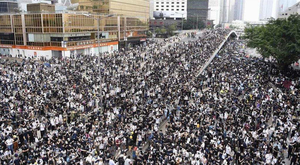 香港、リーダーなき反政府デモの「勝利」 テレグラム利用で情報共有 ...