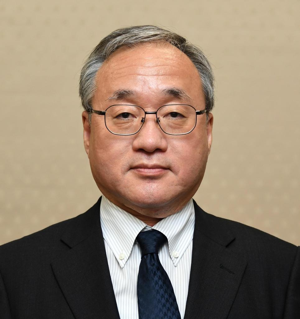 岡本薫明財務事務次官(酒巻俊介撮影)