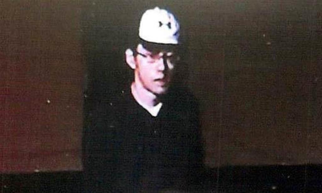 現場交番の防犯カメラに写っていた不審な男(大阪府警提供)