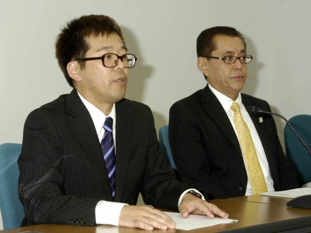 参院選への出馬を表明する「NHKから国民を守る党」の町田紀光氏(左)と、同党所属の遠藤信一・宇都宮市議=19日、県庁