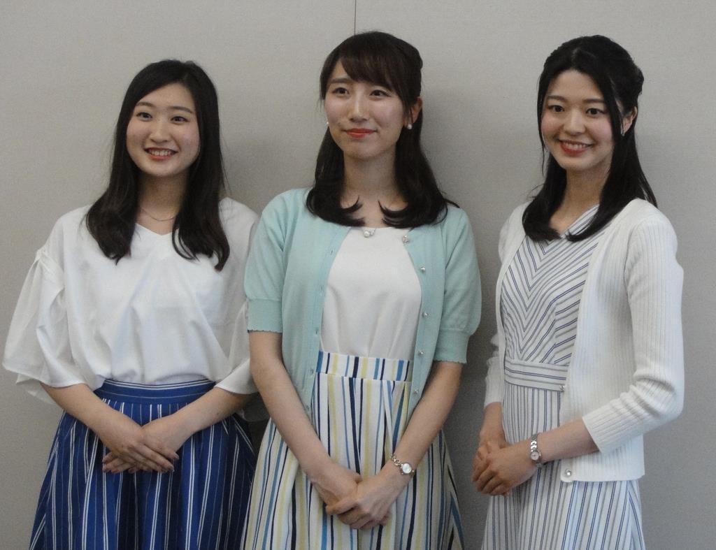 「広島観光親善大使」に選ばれた小林絵真さん、西村紅映さん、佐原悠里さん(左から)=広島市役所