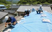 屋根瓦崩落、雨漏り懸念 新潟、山形を襲った地震 修復遅れ