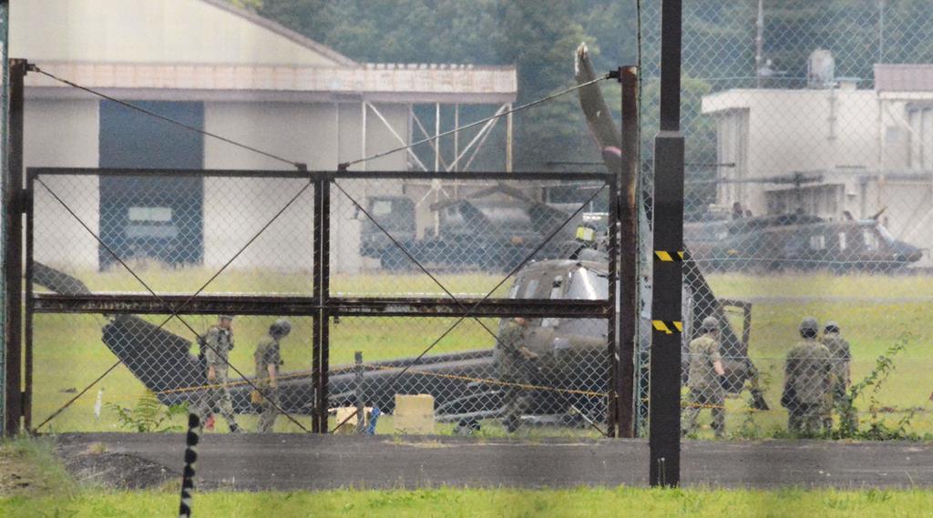 陸自ヘリ、駐屯地に不時着 機体損壊、けが人なし - 産経ニュース