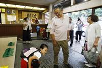 初の週末、観光客も 地震被害の山形、新潟