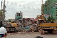中国投資のビル倒壊 3人死亡 カンボジア