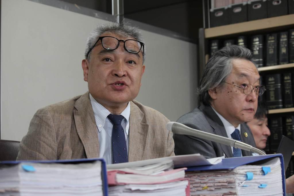 判決後に会見する元朝日新聞記者の植村隆氏=26日午後、東京・霞が関の司法記者クラブ
