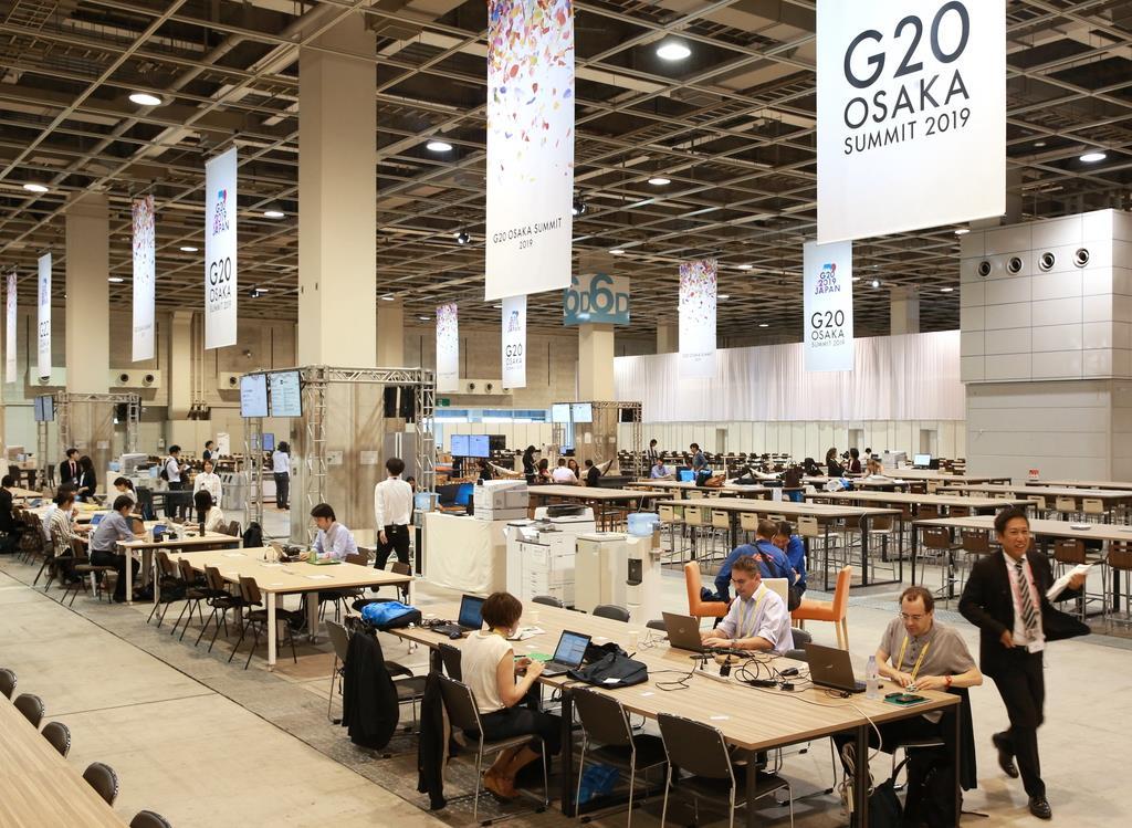 G20大阪サミット インテックス大阪の国際メディアセンターには朝から各国メディアが作業に追われていた=27日午前9時、大阪市住之江区(鳥越瑞絵撮影)
