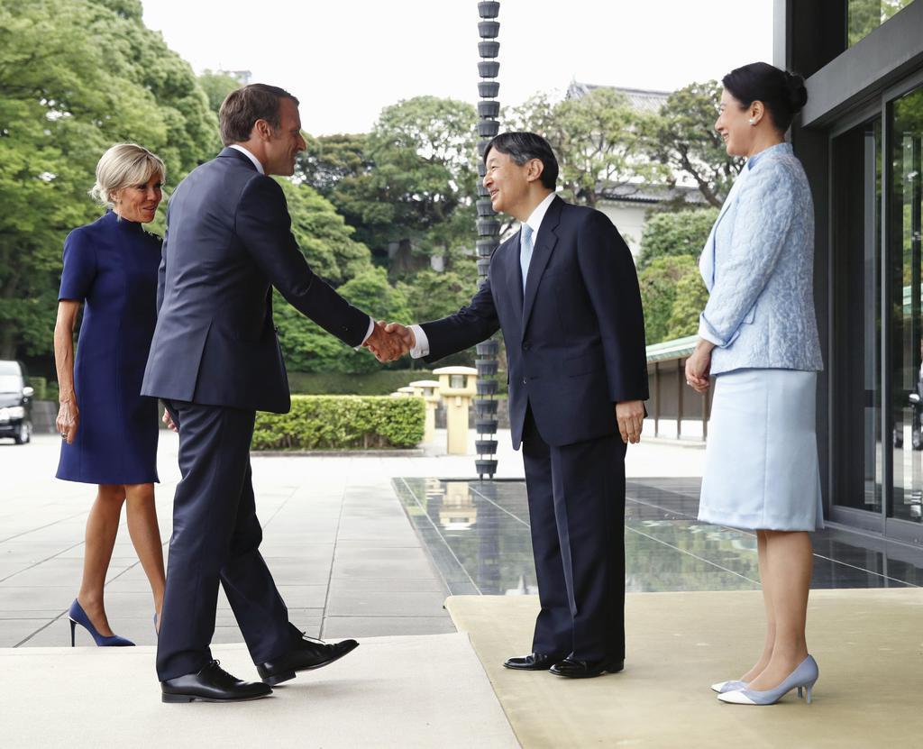 天皇陛下 皇后陛下、マクロン仏大統領夫妻とご会見 通訳介さず仏語で和やかに
