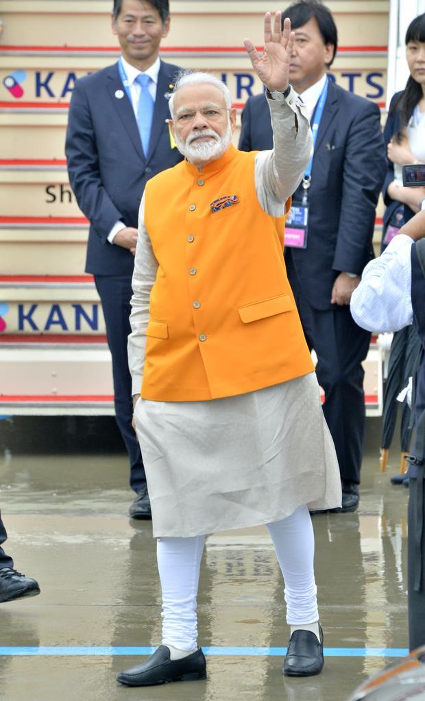 G20大阪サミット・関空要人続々。関西国際空港に到着したモディ・インド首相=27日午前7時43分、関西国際空港(須谷友郁撮影)