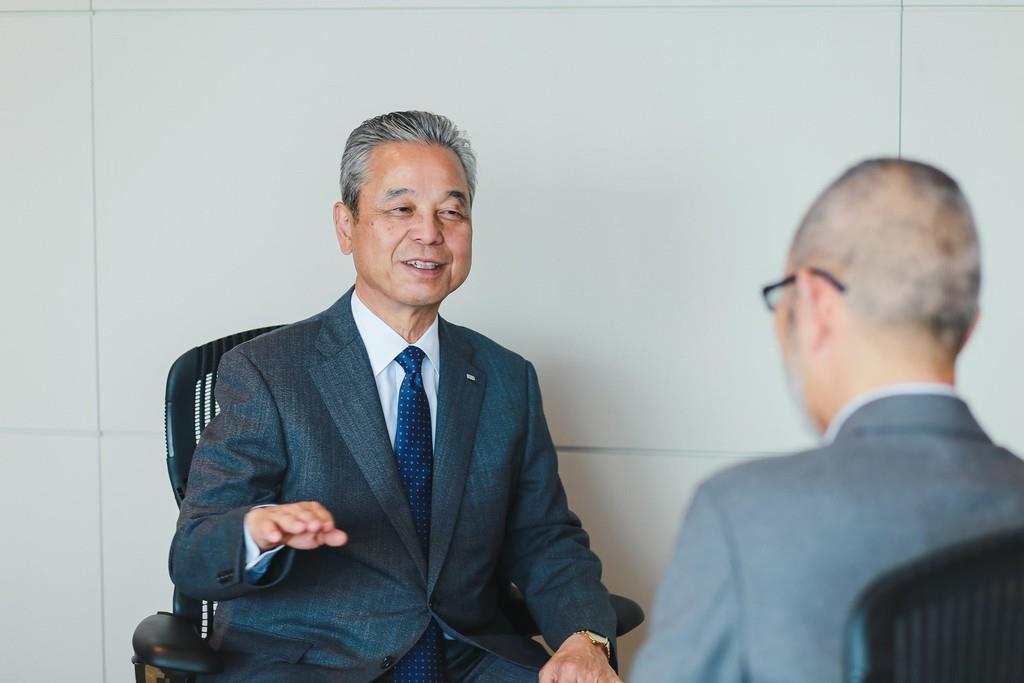 インタビューに答える小野田社長