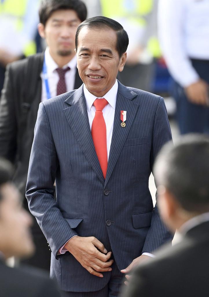 G20サミットに出席するため関西空港に到着したインドネシアのジョコ大統領=28日午前