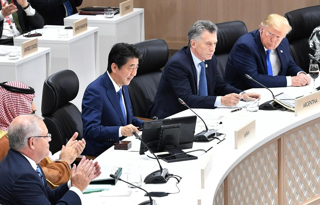 G20大阪サミットで「大阪首脳宣言」を採択し閉幕を告げる議長の安倍晋三首相=29日午後、大阪市住之江区