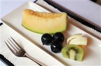 【ヒューリック杯棋聖戦】豊島棋聖は定番のフルーツ、渡辺二冠はチョコレートケーキとアイス…