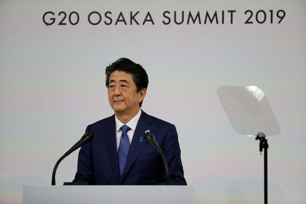 G20大阪サミット閉幕後、記者会見する安倍首相=29日、大阪市(ロイター)