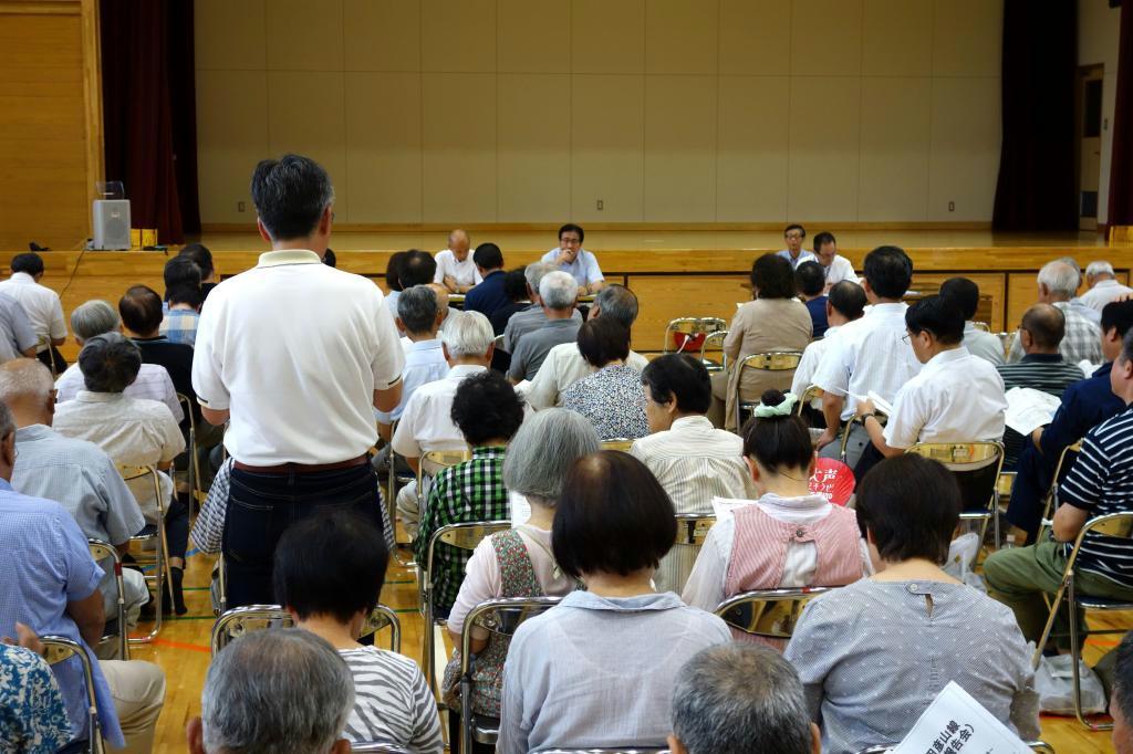 大分県日田市で開かれた住民説明会。多くの住民が意見を述べた