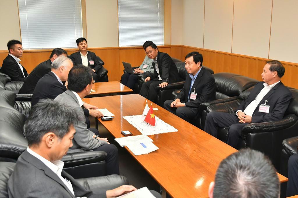 九州電力本社を訪れたベトナム政府代表団=福岡市中央区