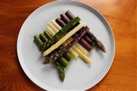 【料理と酒】彩りを楽しむ 3色のアスパラガス