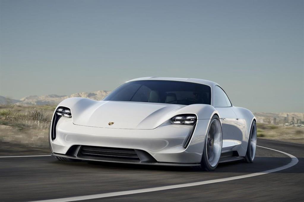 ポルシェ初のフル電動スポーツカー「タイカン」 ポルシェジャパン提供
