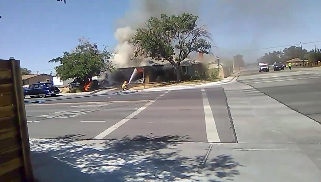 米カリフォルニア州で地震後に発生した火災。ソーシャルメディアの動画から=4日(Ben Hood氏提供・ロイター=共同)