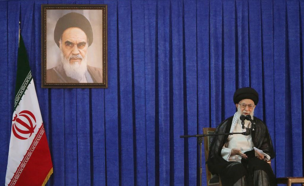 イランのハメネイ師=テヘラン(ロイター)