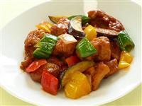 【ひなちゃんパパの家族レシピ】鶏の唐揚げと夏野菜の酢豚風