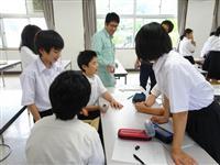 鍛造の歴史や特徴学ぶ 京丹後の業者、丹後中学で出前講座