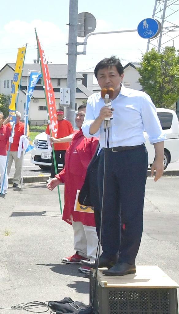 佐賀市内でマイクを握った国民民主党の玉木雄一郎代表