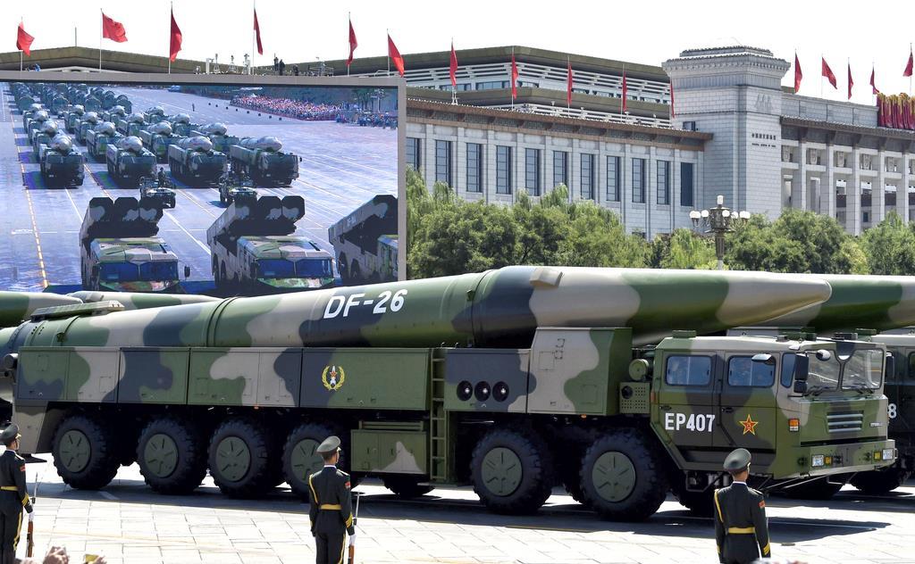 中国の中距離弾道ミサイル「東風26」(共同)
