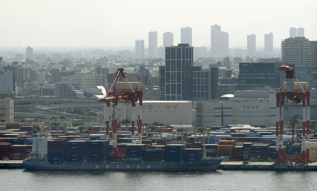 景気実感指数は2期連続で悪化した=5月、東京都品川区