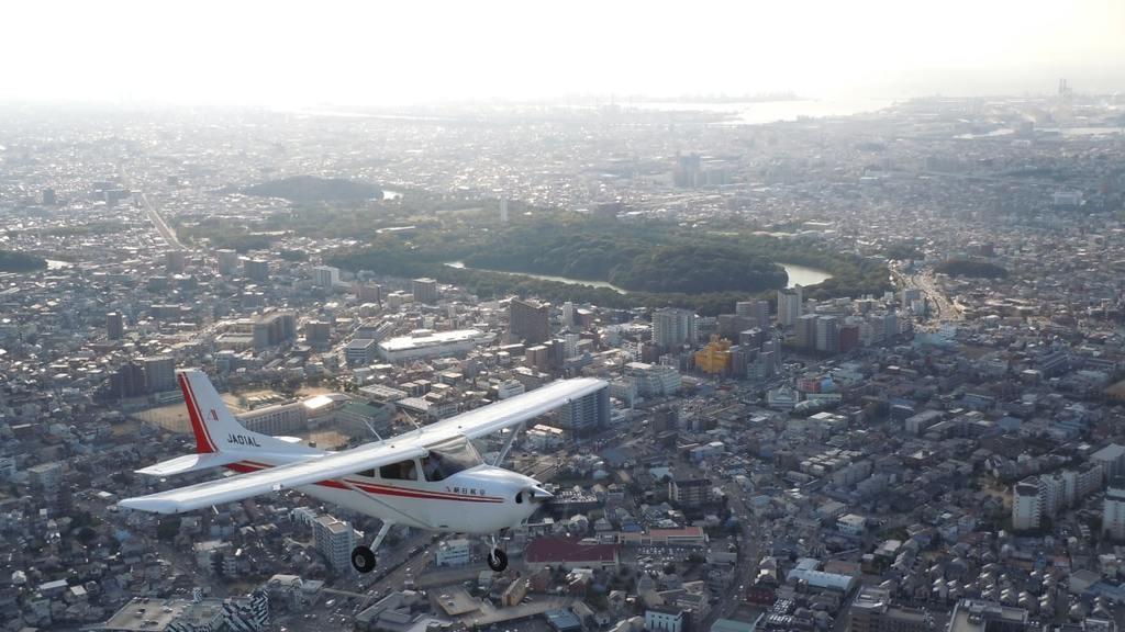 軽飛行機から「仁徳天皇陵古墳」などの世界遺産を空から鑑賞します