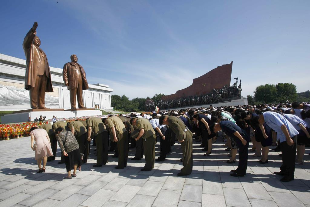 金日成・朝鮮労働党総書記の死去25周年を迎えた8日、平壌放送は韓国の旧保守政権を批判した=平壌(AP)