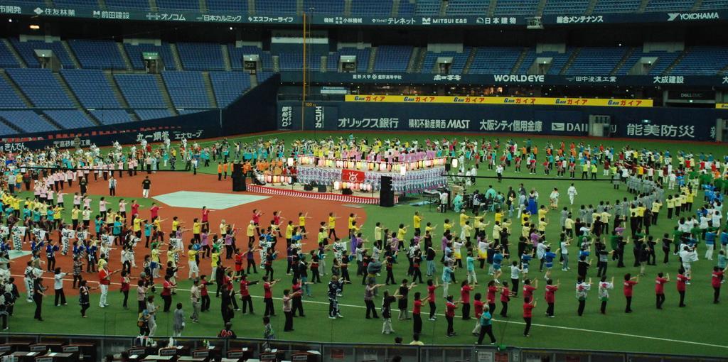 約3千人が詰めかけた「なにわの盆踊りIN京セラドーム大阪=大阪市西区