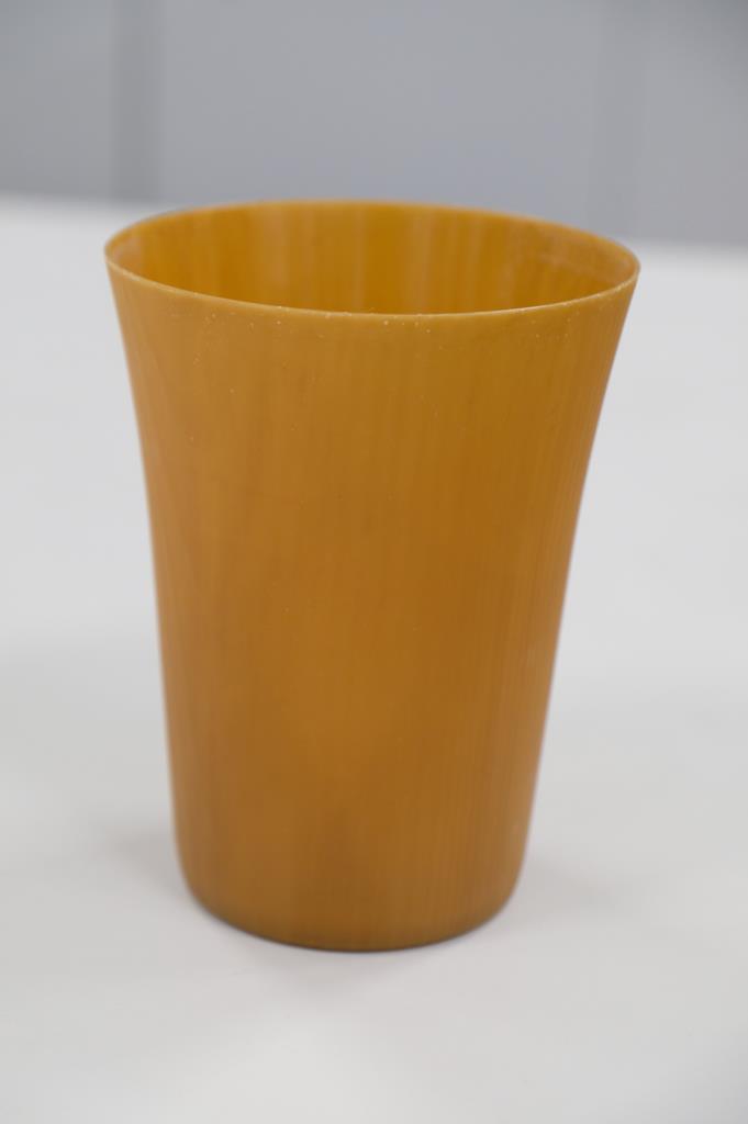 アサヒビールとパナソニックが共同開発した「森のタンブラー」。間伐材由来の紙パルプを主原料とした樹脂製で分類は紙製品。繰り返し使えるのも特徴だ