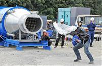 風速80メートルの「スーパー台風」再現 傘の骨が壊れ、自転車吹き飛ばされ