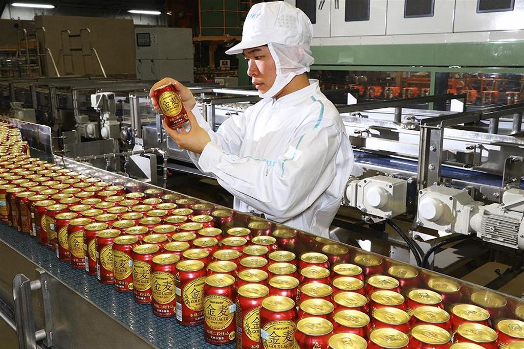 金麦ゴールドラガー製造ライン(サントリービール提供)