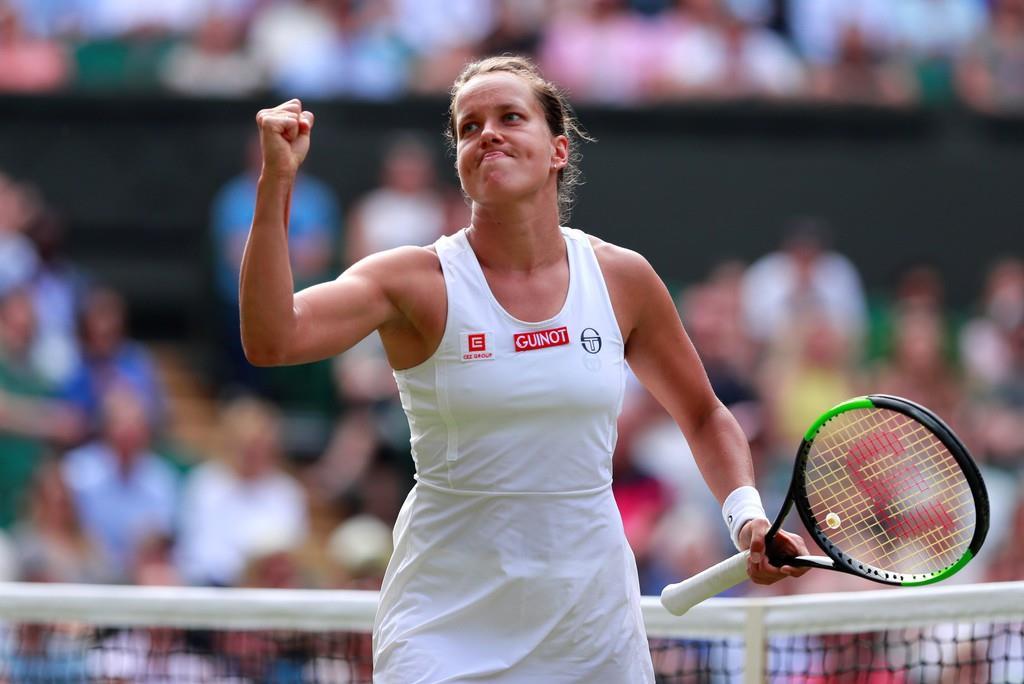 ウィンブルドン女子シングルス準々決勝でコンタを破ったストリコバ=9日、英ロンドン郊外のオールイングランド・クラブ(ロイター)