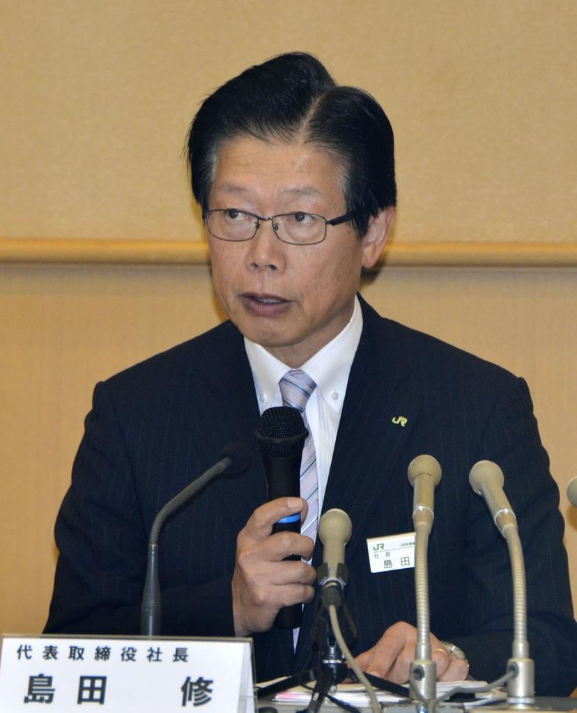 記者会見するJR北海道の島田修社長=11日午後、札幌市