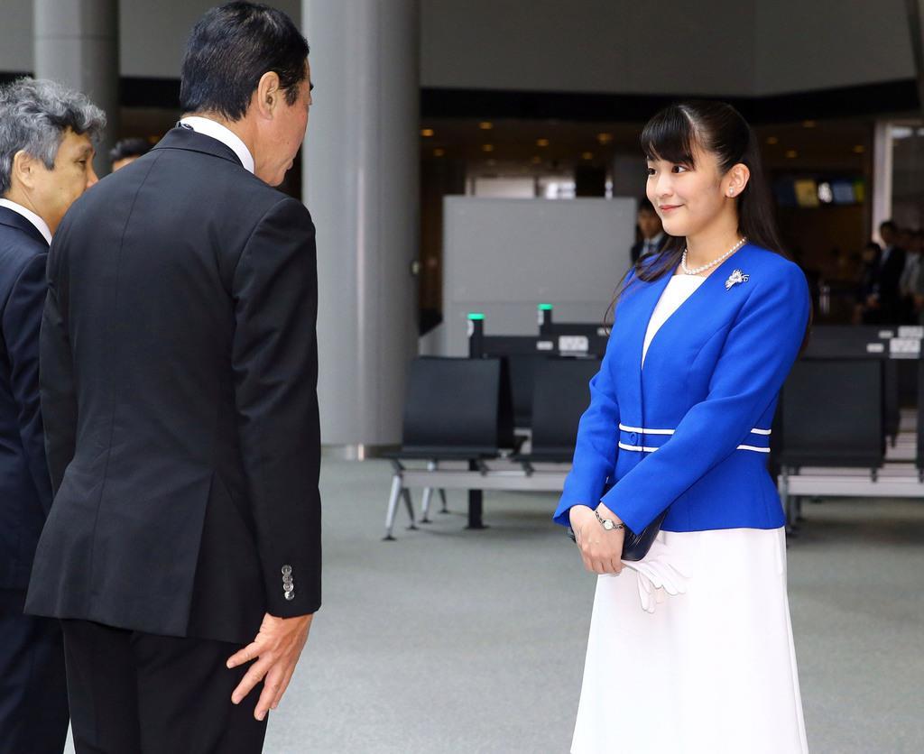 南米のペルー、ボリビア両国の公式訪問に出発される秋篠宮ご夫妻の長女、眞子さま=9日午前、成田空港(代表撮影)