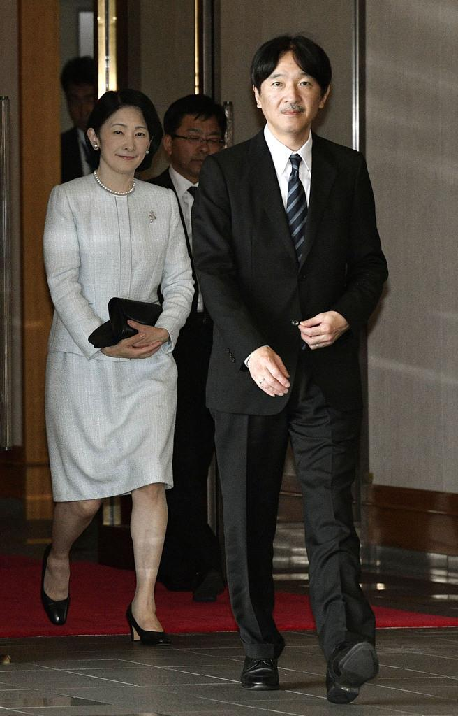 ポーランドとフィンランドの公式訪問を終え、成田空港に帰国された秋篠宮ご夫妻
