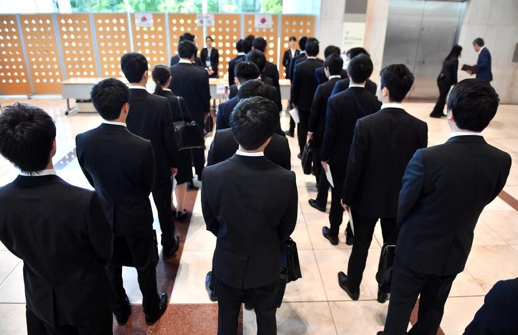 採用面接に臨む学生たち(宮崎瑞穂撮影)