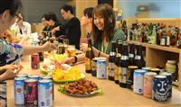 【ビジネスの裏側】「社内バー」効能は…壁一面に100本もの酒