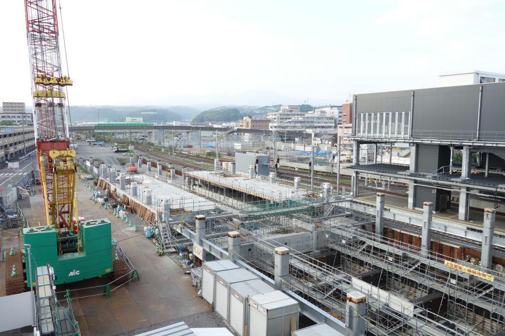長崎ルートの開業に向けて建設が進む諫早駅(長崎県諫早市)。未着工区間の議論は置いてけぼりだ