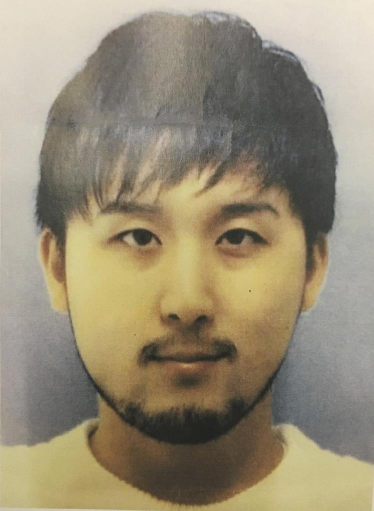 大阪府警が詐欺容疑で指名手配し、顔写真を公開した安拓生容疑者=7月11日(府警提供)