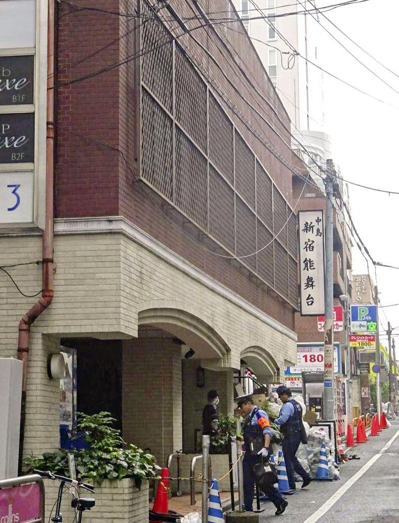 女性の遺体が見つかった歌舞伎町のマンション=東京都新宿区