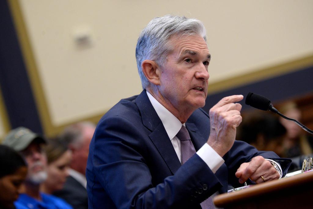 米議会で証言するFRBのパウエル議長=10日、ワシントン(ロイター)