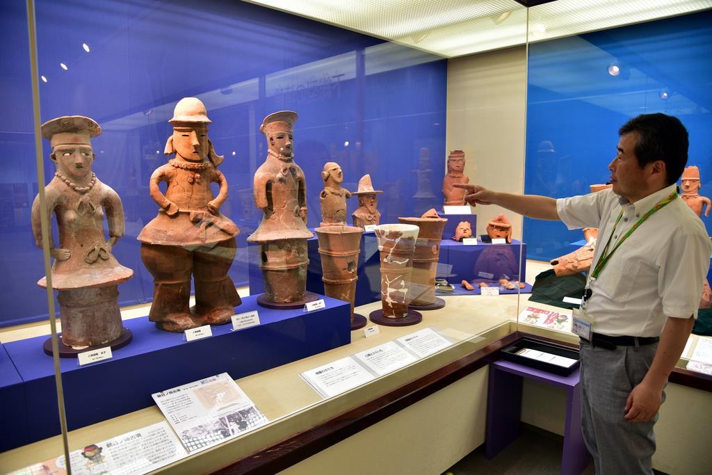周辺の古墳から出土した埴輪を展示する町立芝山古墳・はにわ博物館=千葉県芝山町