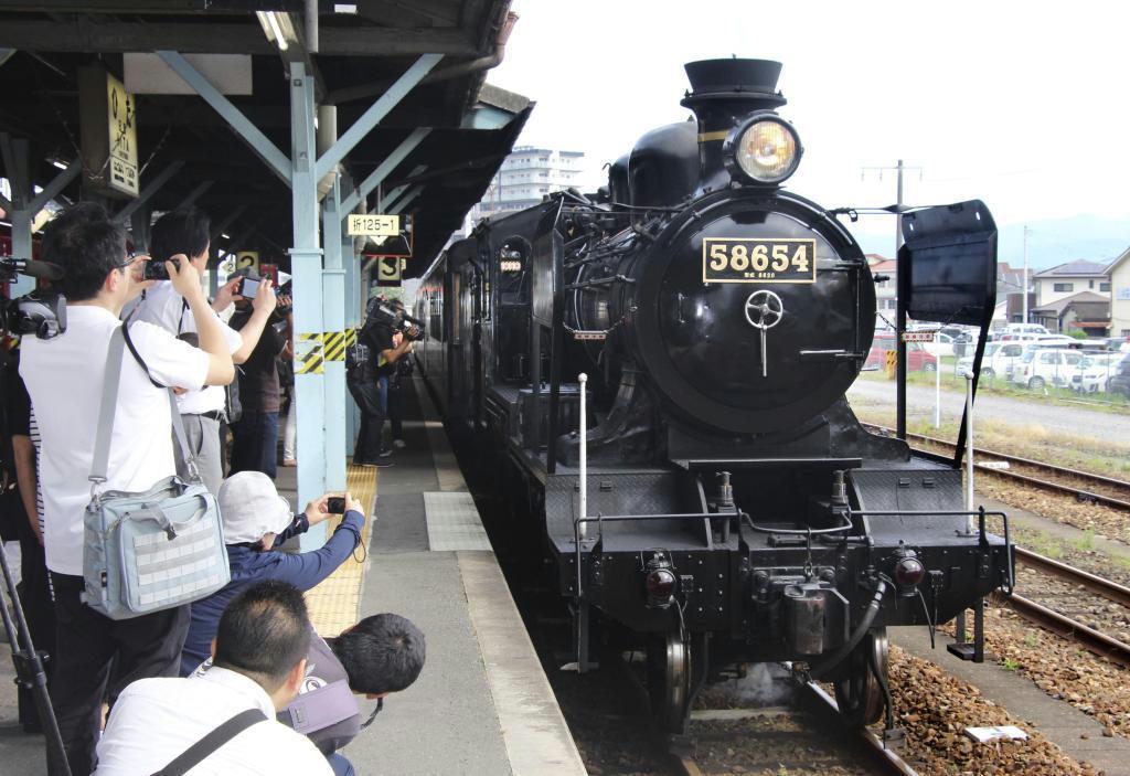 JR日田駅を出発した「SL湯けむり号」