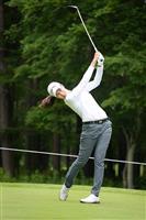 19歳のランクン首位、河本2位 女子ゴルフ第2日