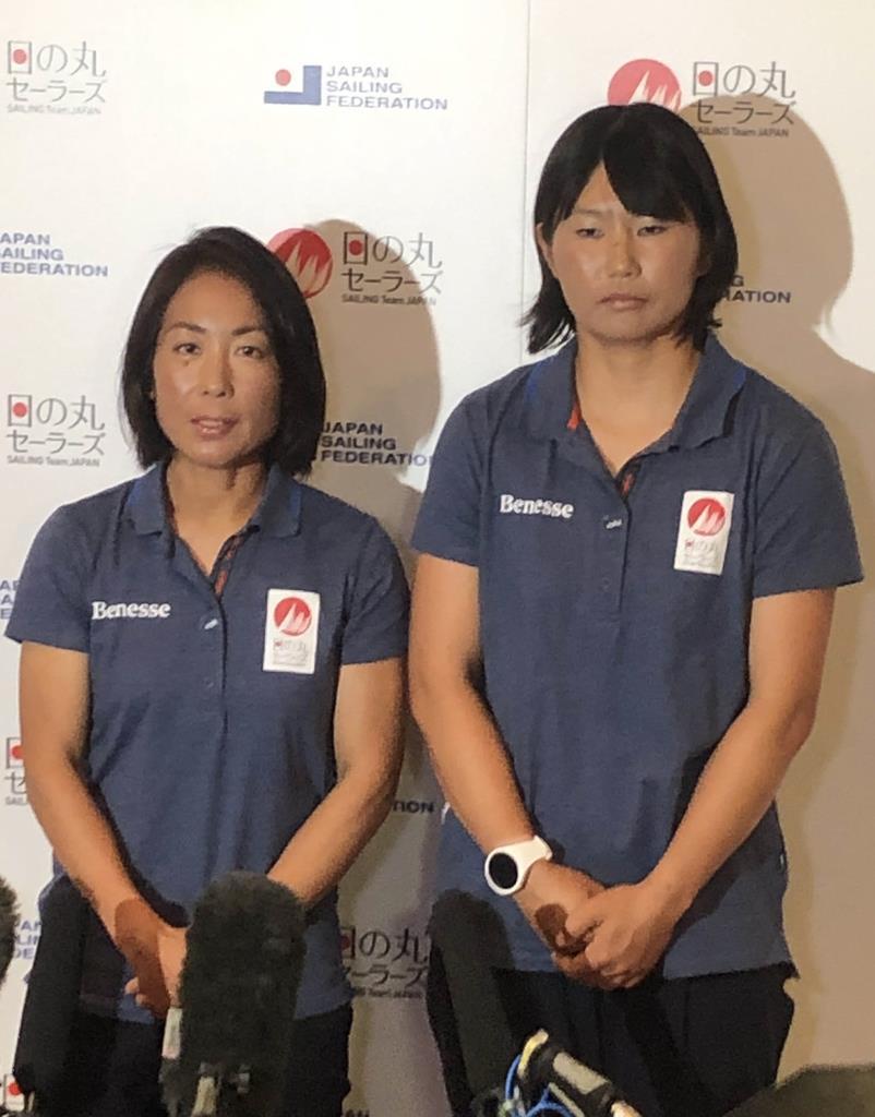東京都内で会見した吉田愛(左)と吉岡美帆